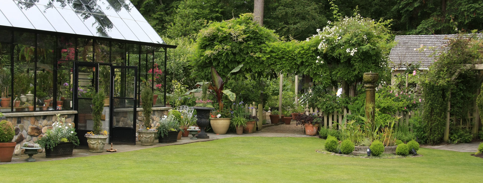 Un jardin paysagé<br /> toujours entretenu quelque soit la saison